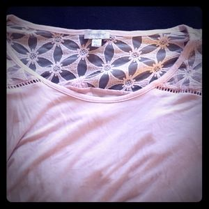 Short sleeve pink top.